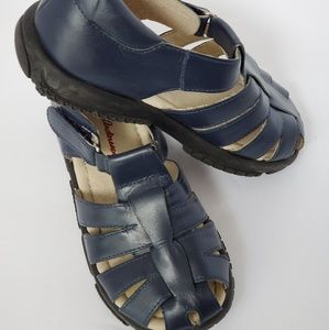 Hanna Andersson navy leather fisherman sandals